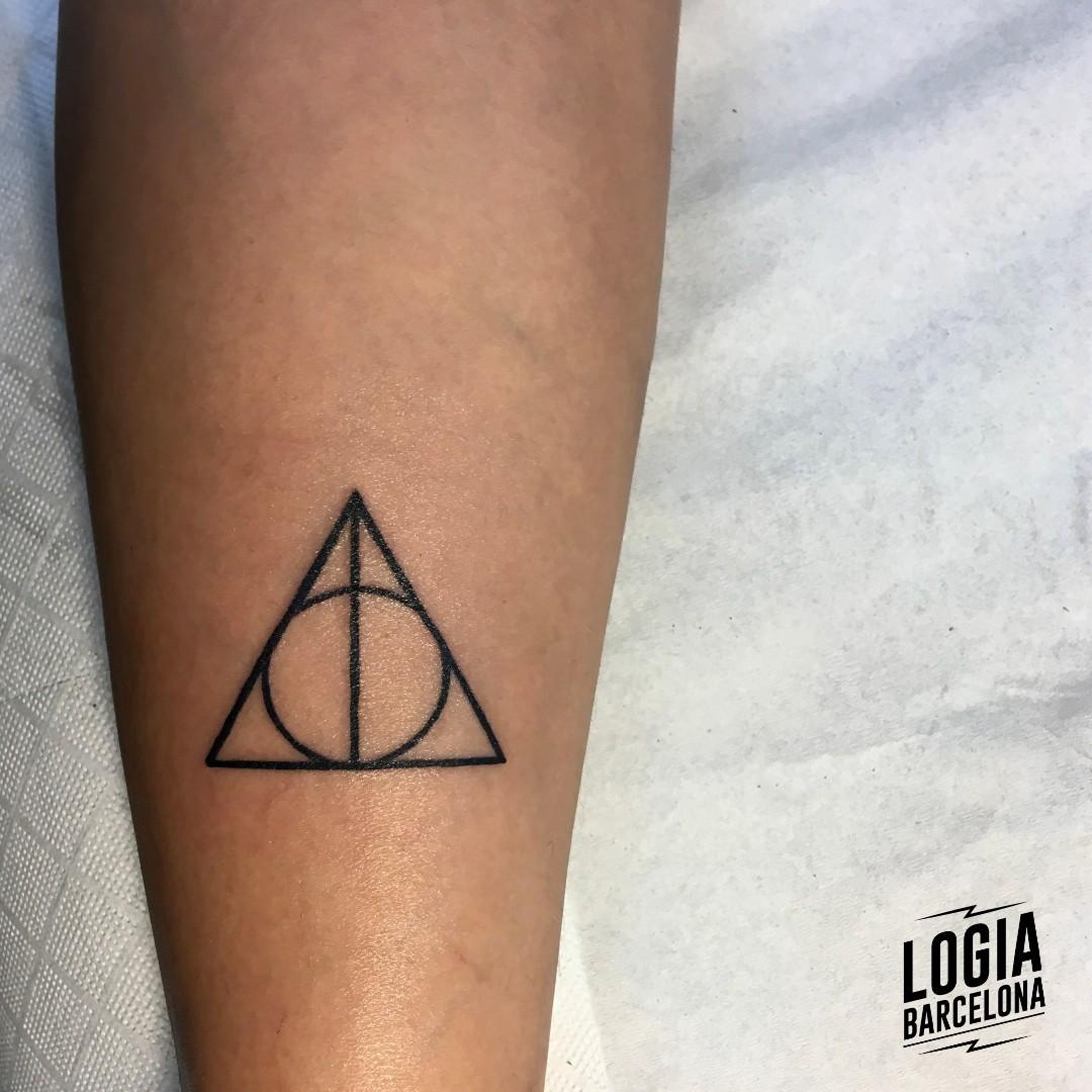 Tatuaje Harry Potter Reliquias de la muerte Walk in Logia Barcelona