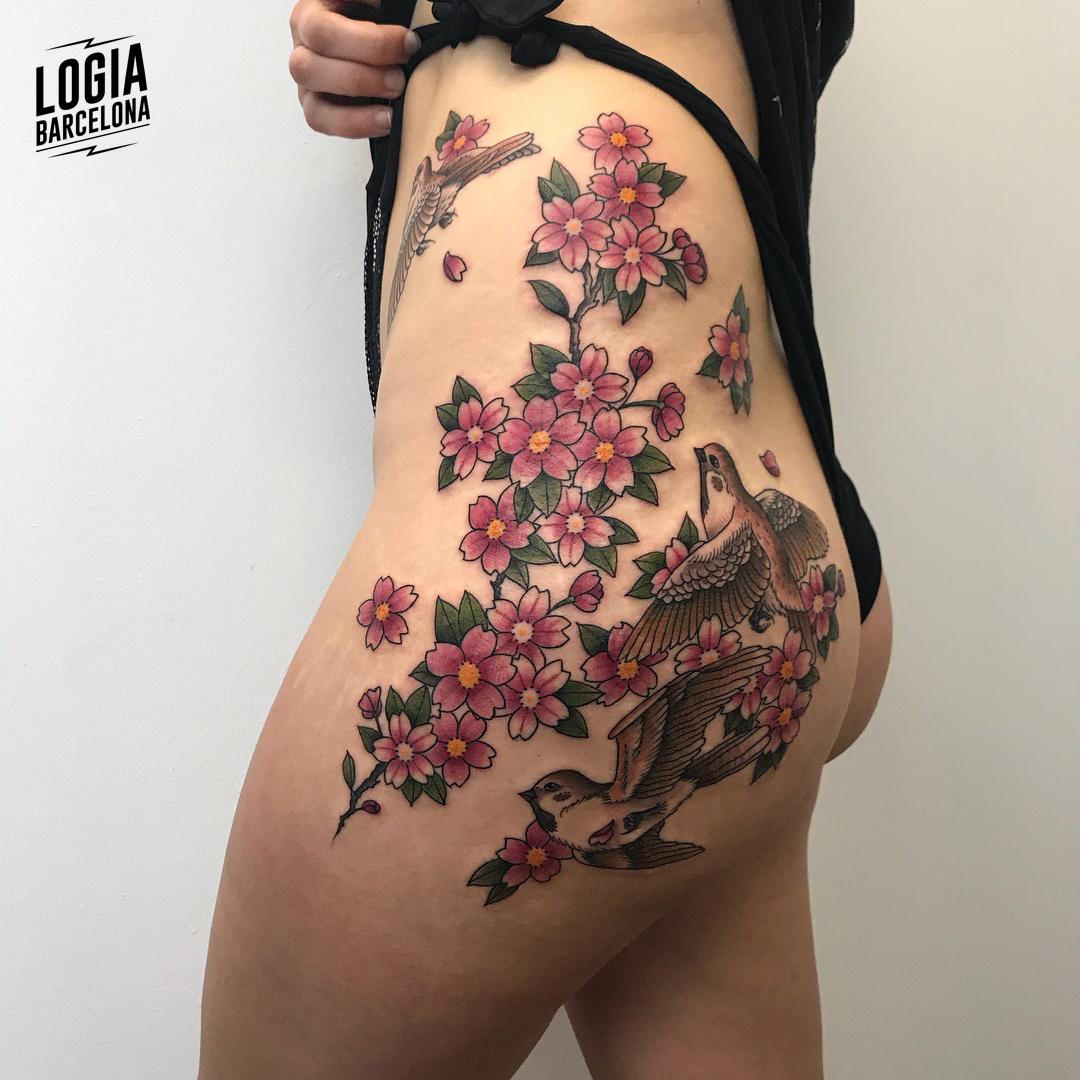 Tatuaje de flor de cerezo