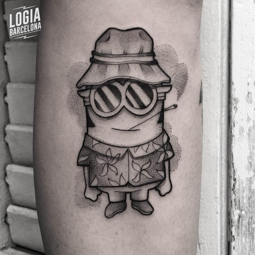 Tatuaje minion hawaiano Victor Dalmau Logia Barcelona