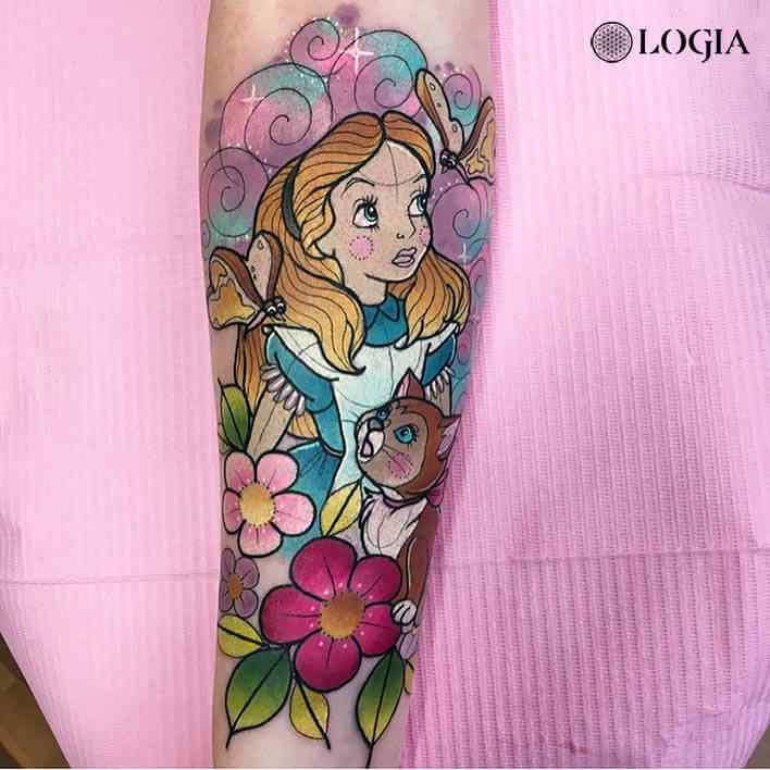 Tatuaje Disney Alicia en el país de las maravillas Hannah May Logia Barcelona