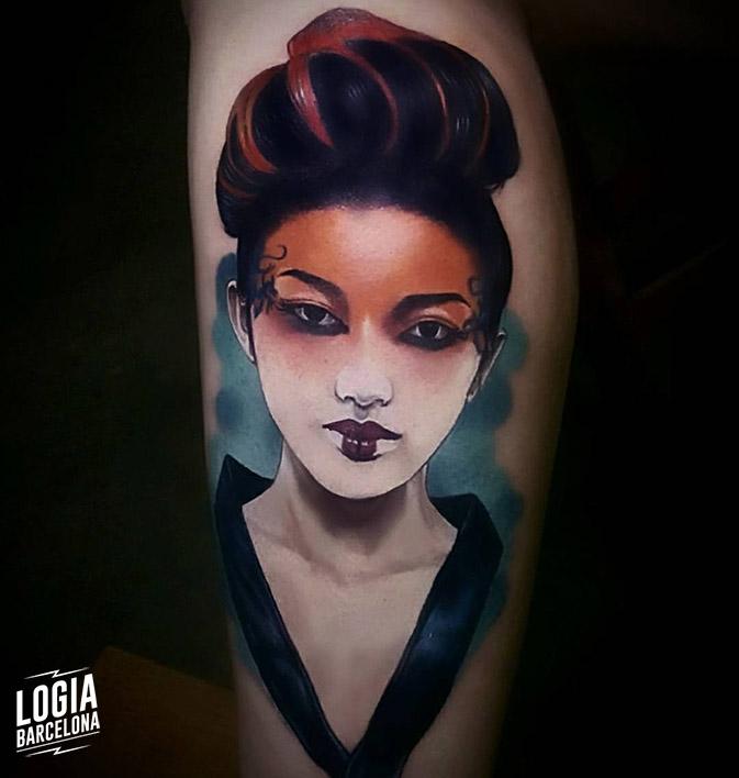tatuaje geisha a color tatuador Vinni Mattos Logia Barcelona