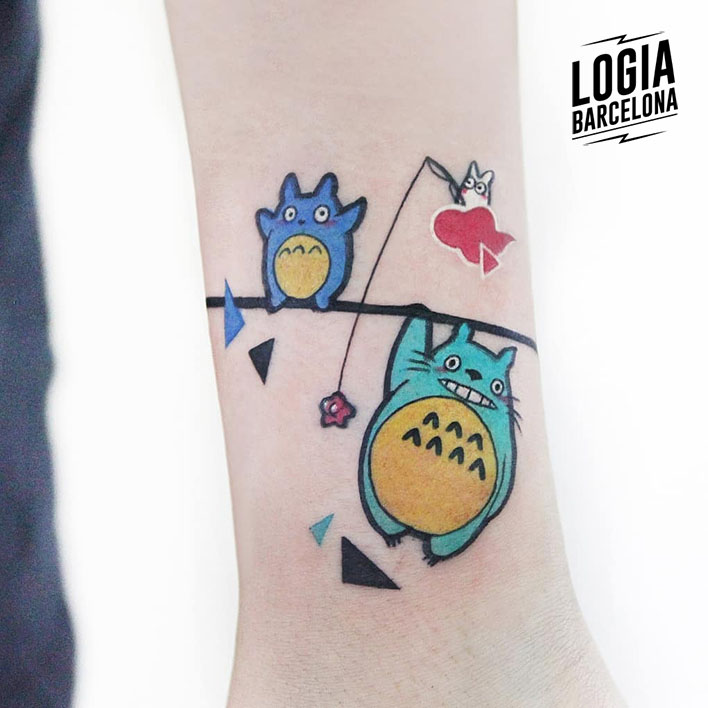 tatuaje_muñeca_totoro_color_logia_barcelona_polyc