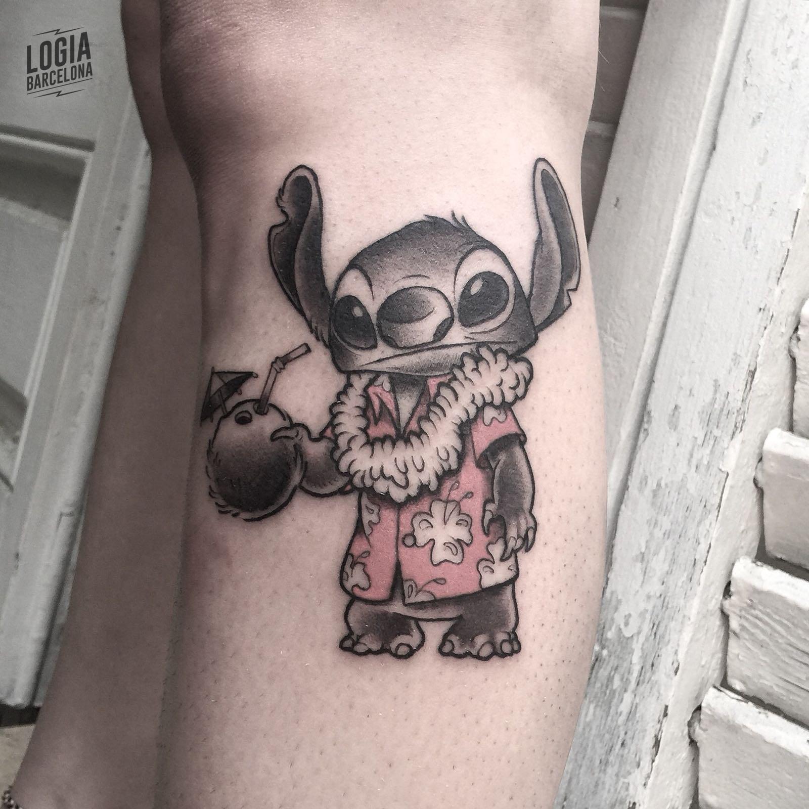 Tatuaje Stitch Hawaiano Victor Dalmau Logia Barcelona