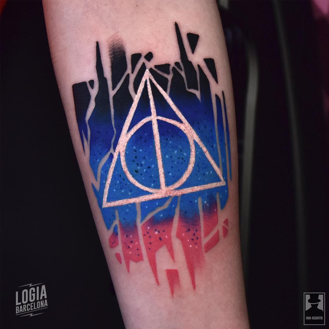 Tatuaje Harry Potter Reliquias de la muerte Tomek Kolucki Logia Barcelona