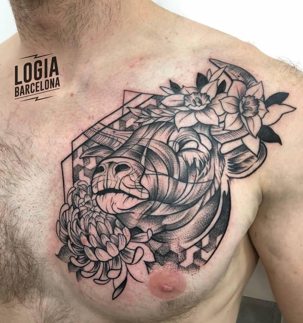 Tatuaje Tauro toro Blackwork Kathycaboom Logia Barcelona