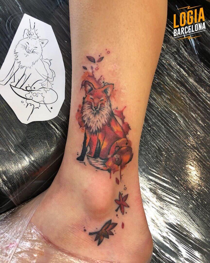 Tatuaje zorro otoño tobillo Kathycaboom Logia Barcelona