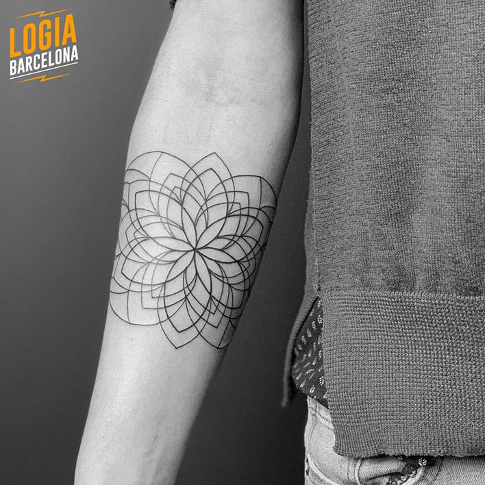 tatuaje geometrico Logia Barcelona