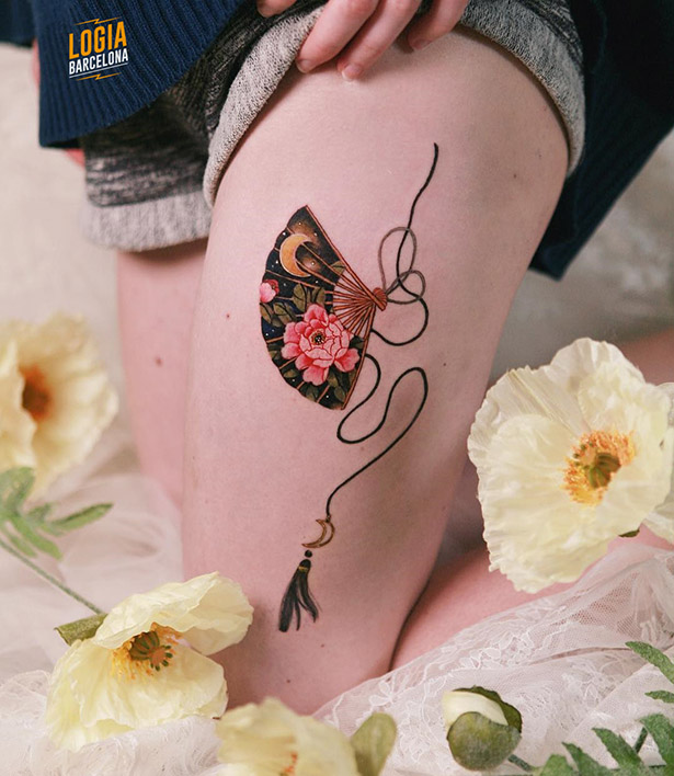 tatuaje delicado para mujer abanico Logia Barcelona Sion
