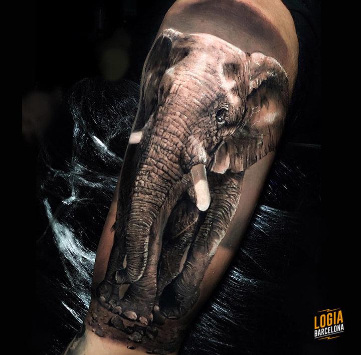 tatuaje realista Logia Barcelona Tobias Agustini