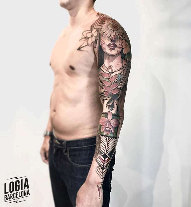 tatuaje_brazo_color_flores_mujer_india_logia_barcelona_lincoln_lima