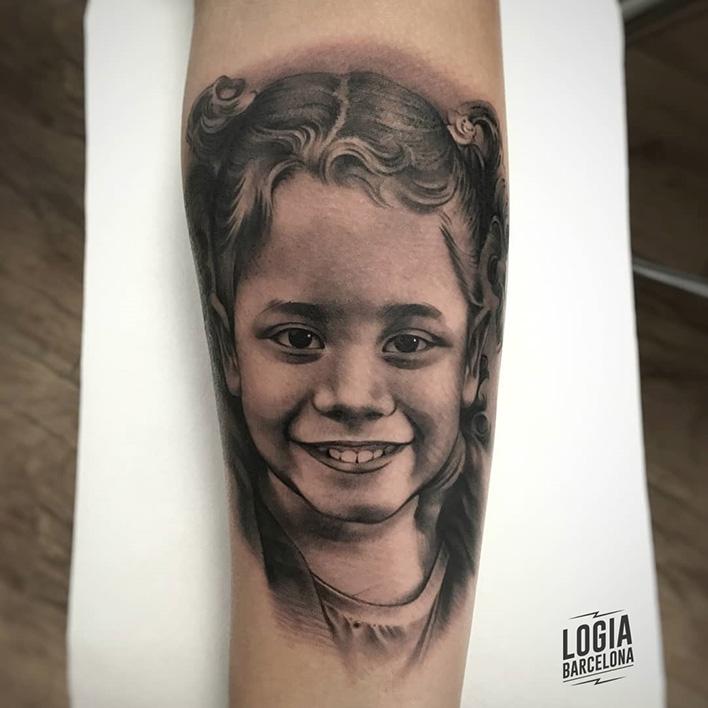 mejores tatuadores barcelona - retrato niña - Logia Barcelona Munilla