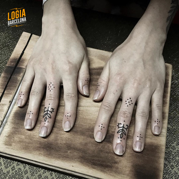 dotwork finger tattoos