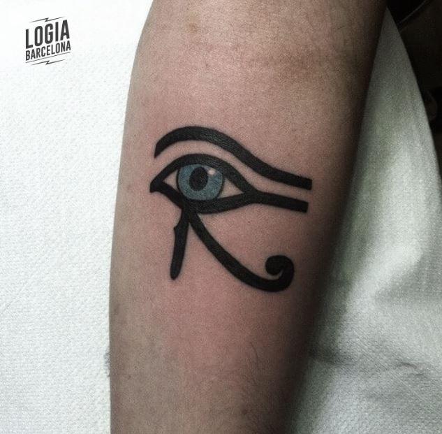 Ojo egipcio tatuaje