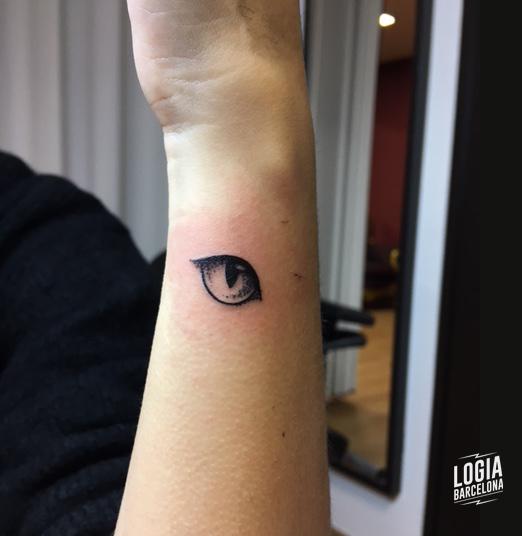 tatuaje_brazo_ojo_walkin_logia_barcelona