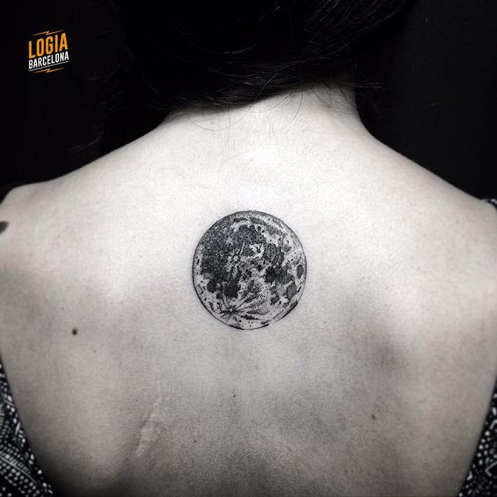 tatuaje_espalda_luna_walkin_logia_barcelona