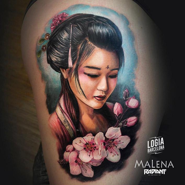 tatuaje_pierna_geisha_sakura_malena_logia_barcelona