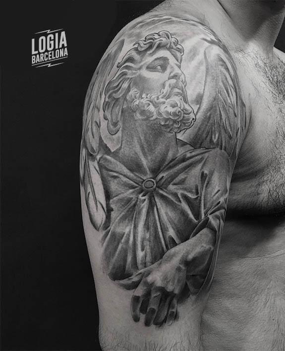 tatuaje angel dios hombro - Logia Barcelona Zoen