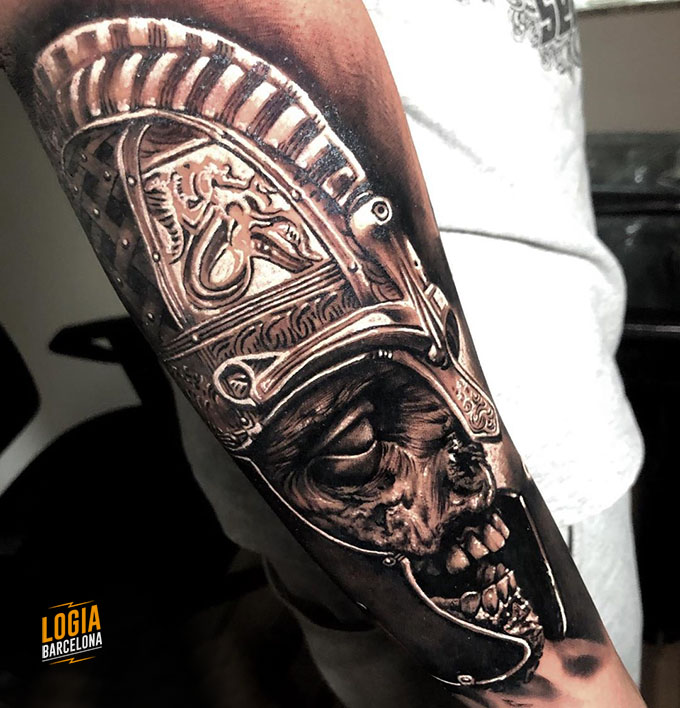 tatuaje gladiador calavera