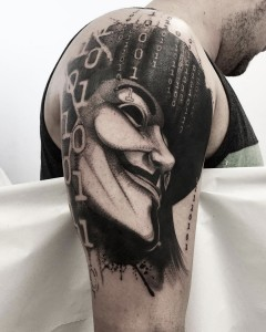 tatuaje_blackwork_anonymous_vendetta_guy_fawkes_mascara