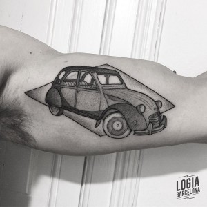 dotwork tattoo - coche - Logia Barcelona