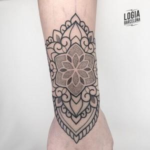 tatuajes dotwork - mandala - Logia Barcelona