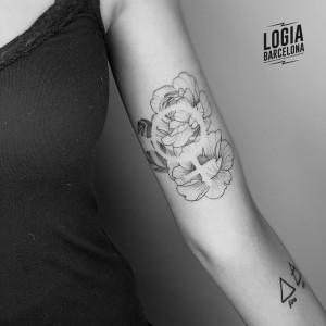 puntillismo tattoo - feminismo- Logia Barcelona