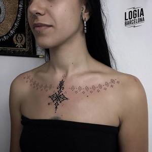 tatuaje_dotwork_cuello_puntillismo_Beve_Logia_Barcelona