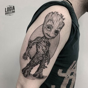 tatuaje_dotwork_groot_hombro_Victor_Dalmau_Logia_Barcelona
