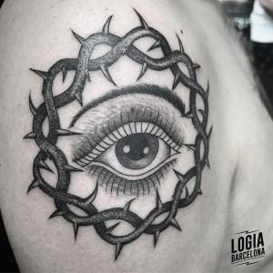 tatuaje_dotwork_ojo_hombro_Willian_Spindola_Logia_Barcelona