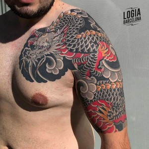 Tatuaje dragon japones en el pecho Logia Barcelona
