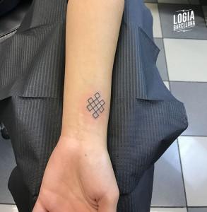 Tatuaje walk in geometrico - Logia Barcelona