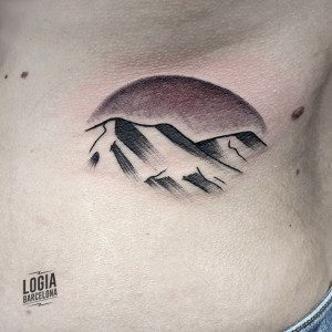 Walk In tattoo montaña - Logia Barcelona