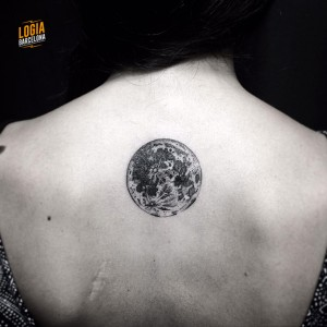 Tatuaje walk in luna - Logia Barcelona