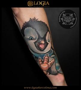 tatuaje-antebrazo-pinguino-Logia-Barcelona-Alexei