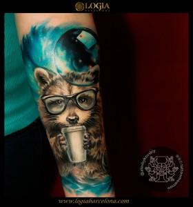 tatuaje-mapache-brazo-Logia-Barcelona-Alexei