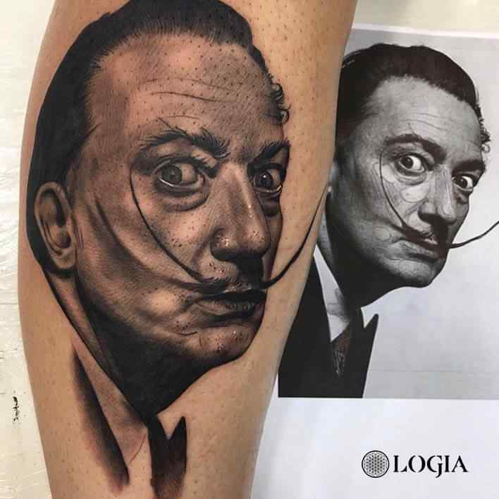 Realismo tatuaje retrato Dalí Logia Barcelona