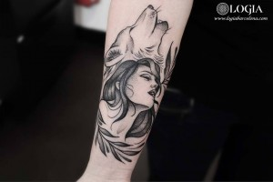 tatuaje-brazo-lobo-mujer-logiabarcelona-beve