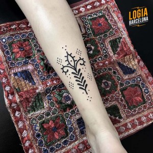 tatuaje-brazo-simbolo-logia-barcelona-Beve