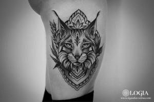tatuaje-costado-lince-geometrico-logia-barcelona-beve