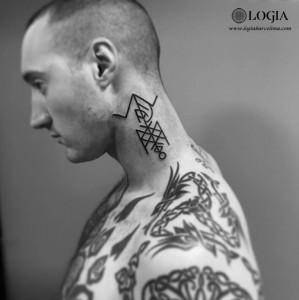 tatuaje-cuello-geometrico-logiabarcelona-beve