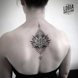 tatuaje-espalda-loto-tradicional-logia-barcelona-Beve