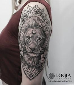 tatuaje-leon-hombro-logiabarcelona-beve