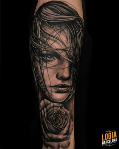 tattoo_brazo_chica_rosa_bruno_don_lopes_logia_barcelona