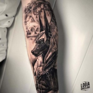 tatuaje_brazo_dios_egipcio_logiabarcelona_davids
