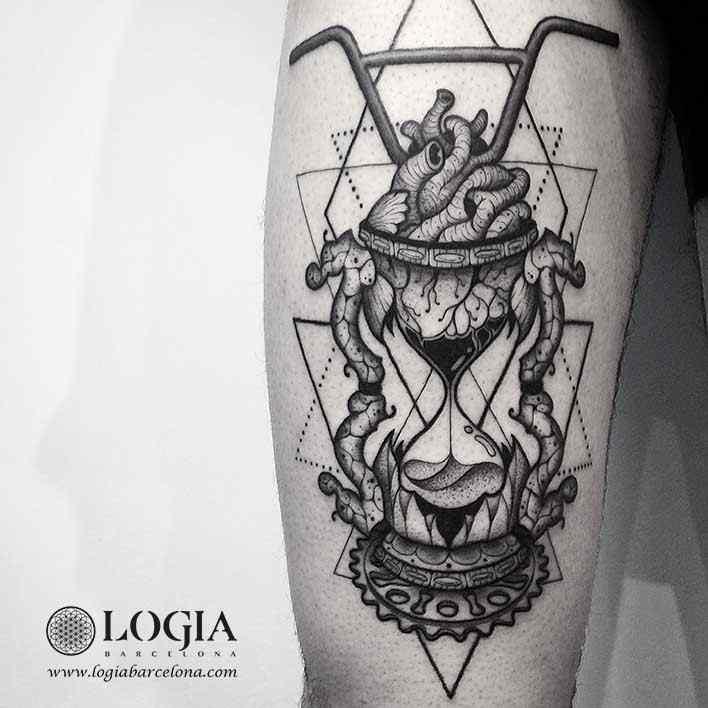 tatuaje-brazo-reloj-arena-logiabarcelona-franki