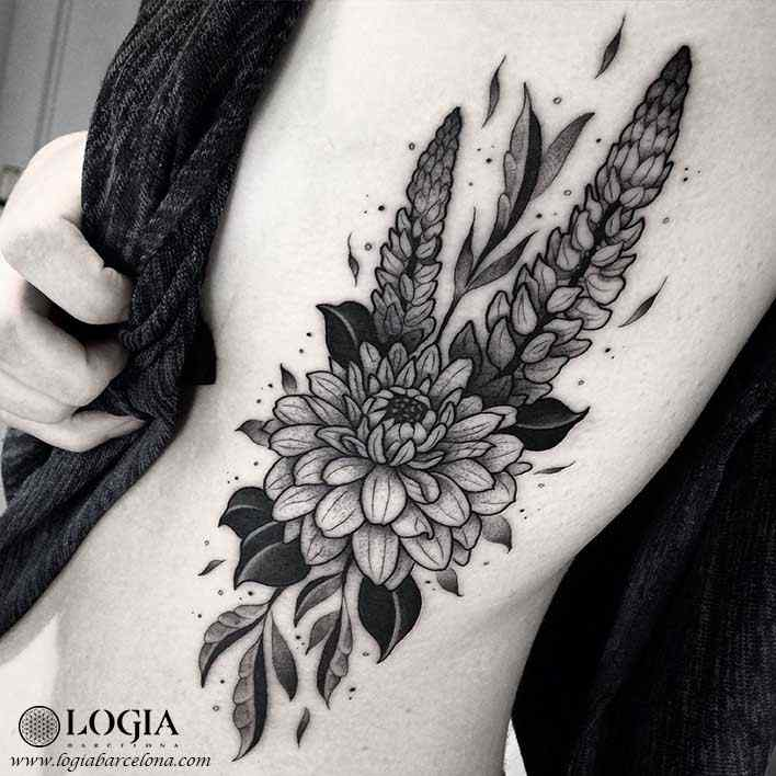 tatuaje-costado-flores-logia-barcelona-franki