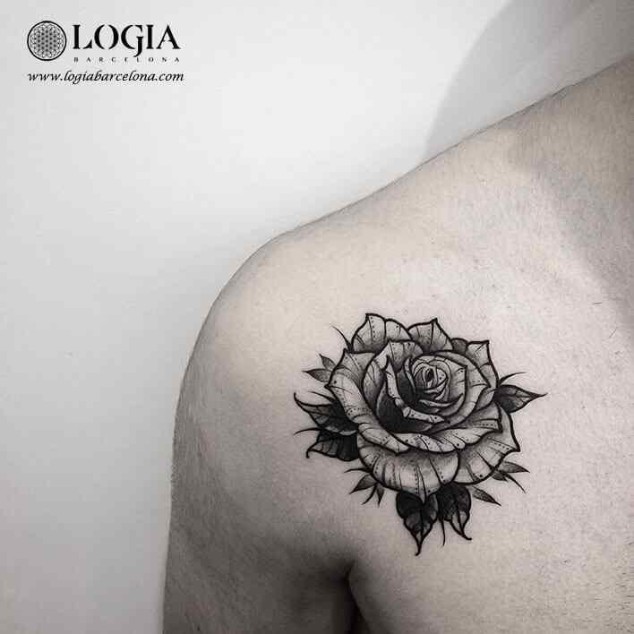tatuaje-hombro-flor-logia-barcelona-franki
