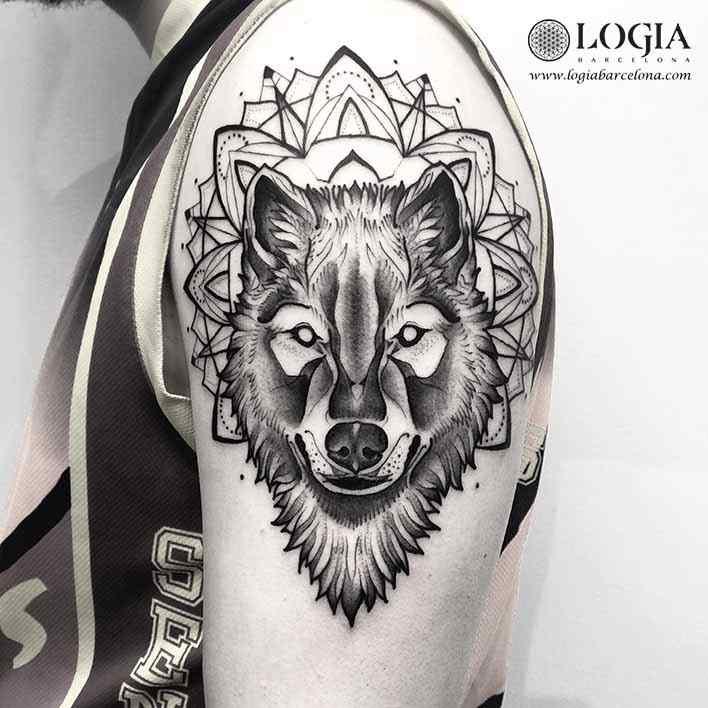 tatuaje-hombro-lobo-logiabarcelona-franki