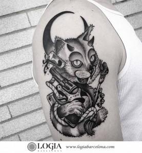 tatuaje-brazo-gato-pistola-logiabarcelona-franki