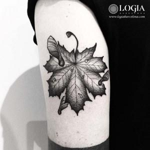 tatuaje-brazo-hoja-seca-logiabarcelona-franki